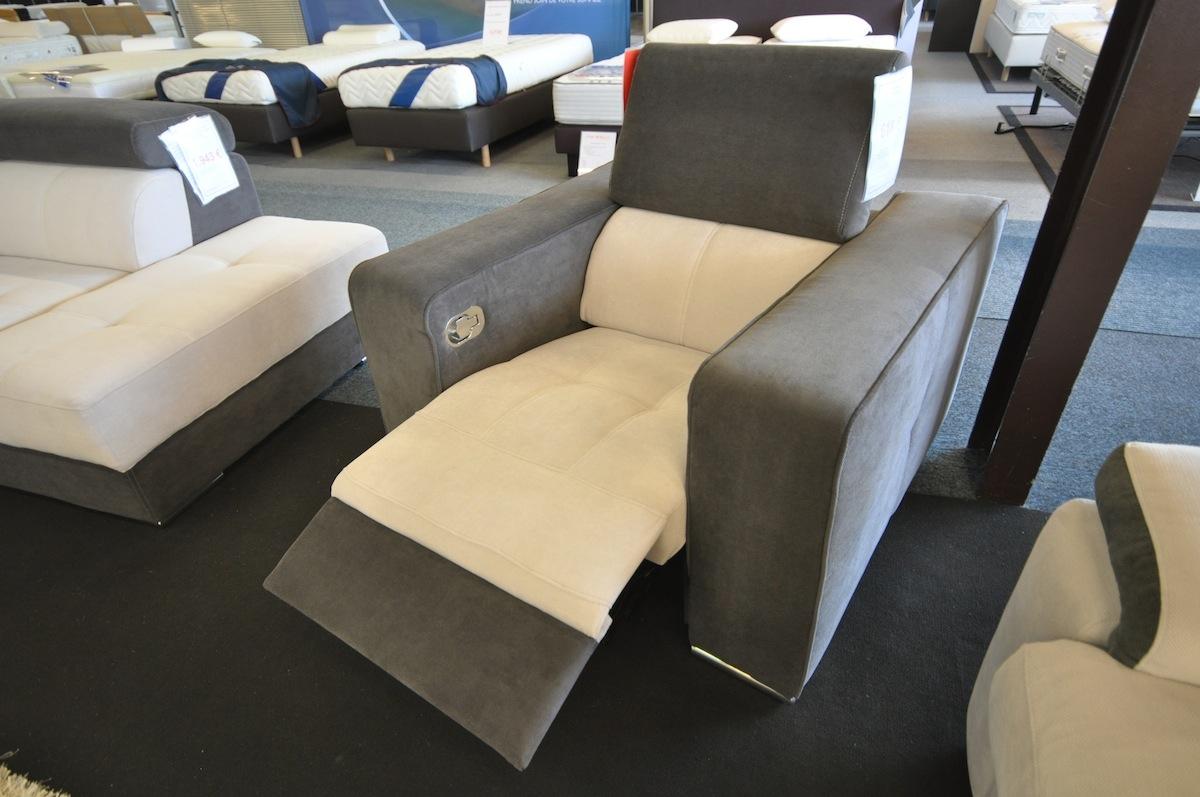 fauteuil relax en tissu haut de gamme reference savoy en bicolor storanza. Black Bedroom Furniture Sets. Home Design Ideas