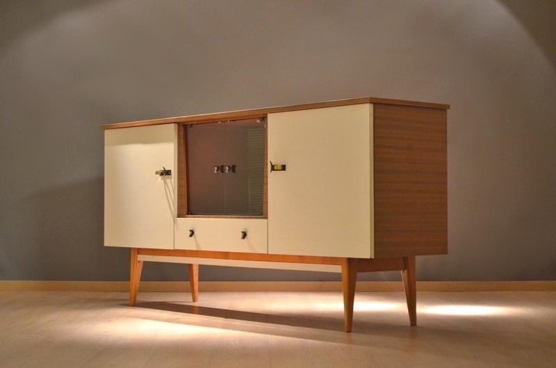 magnifique petit buffet sideboard meuble de rangement 1960 70 39 s france storanza. Black Bedroom Furniture Sets. Home Design Ideas