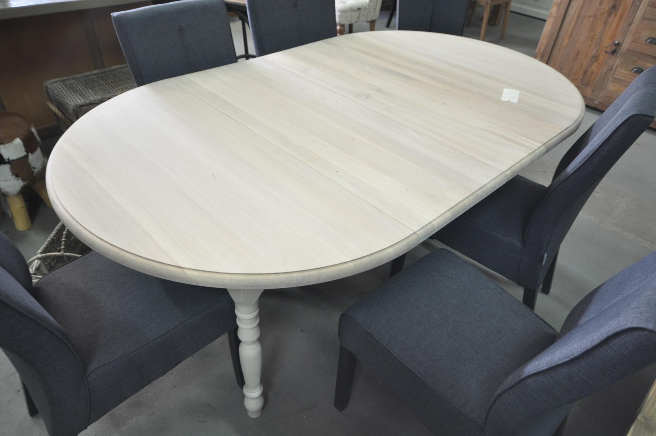 Eiken ovale tafel witte voet storanza