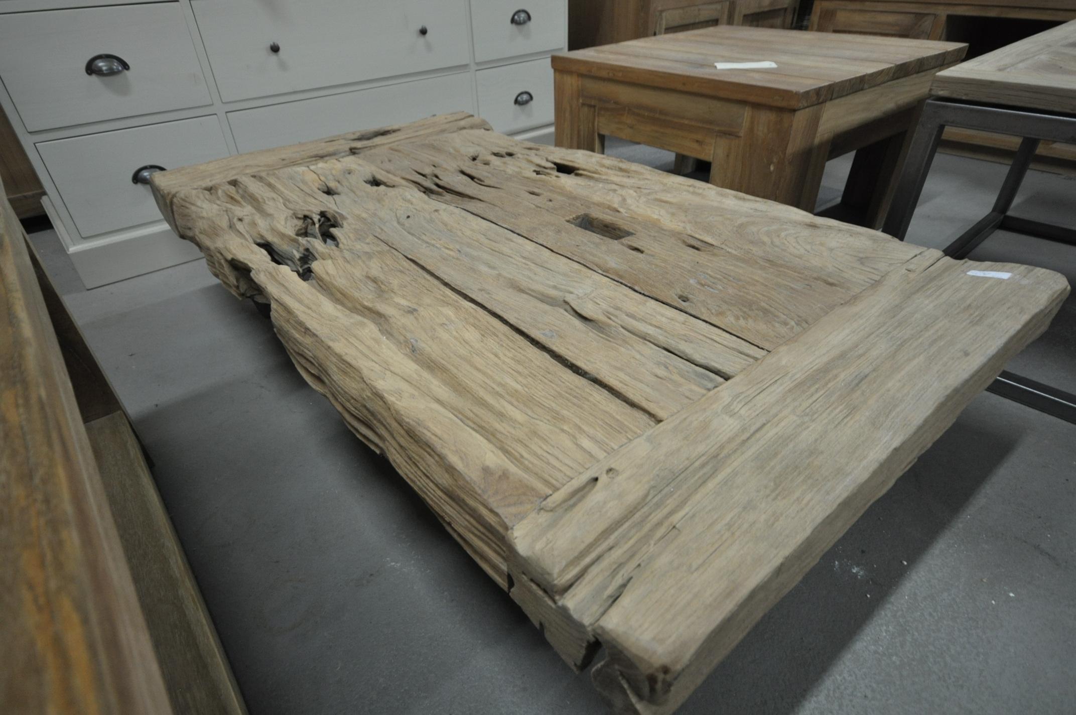 Table basse en vieux teck storanza for Table basse vieux bois