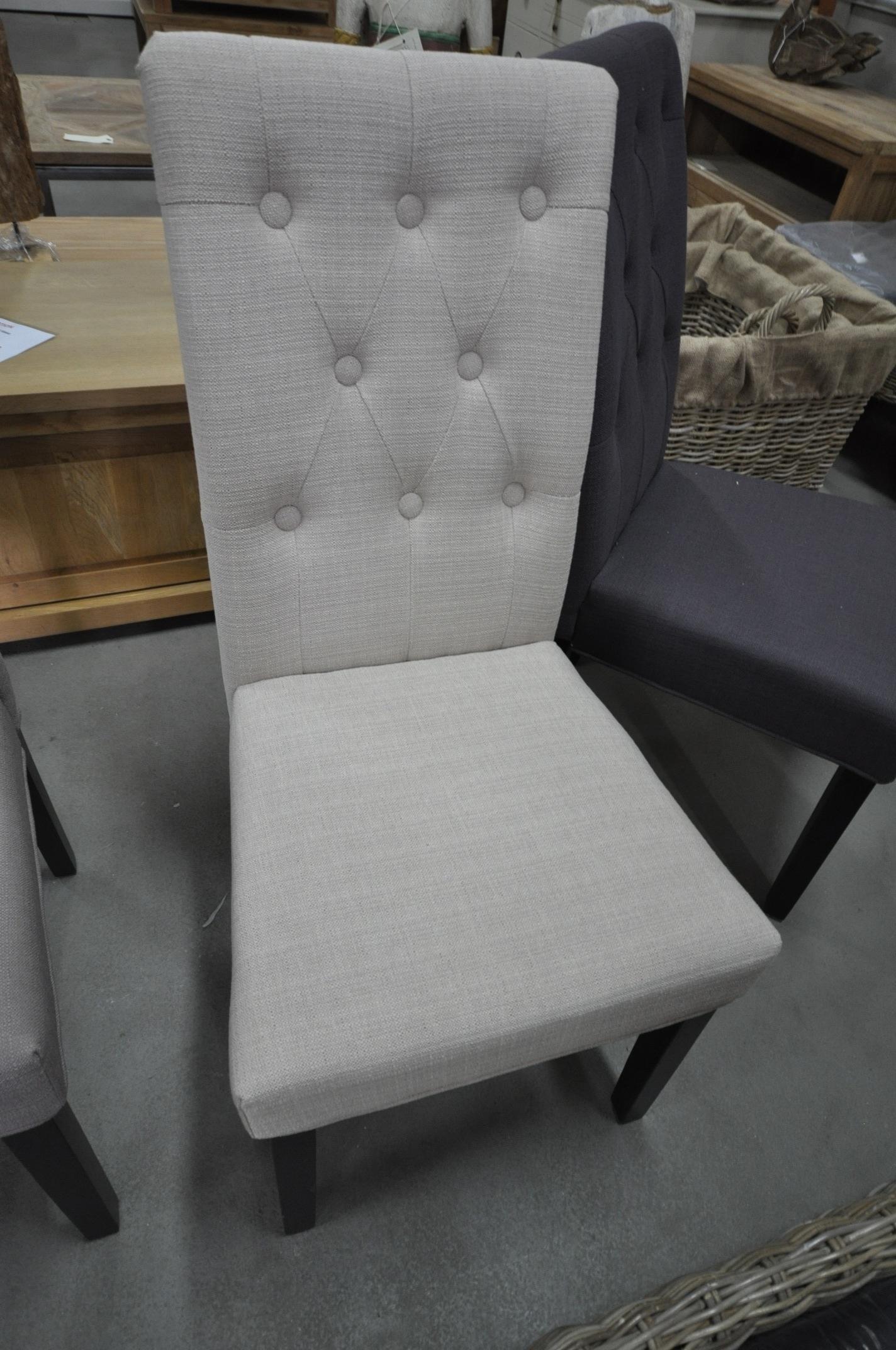Comfortabele stoel van stof 3 kleuren beschikbaar storanza - Comfortabele stoel ...